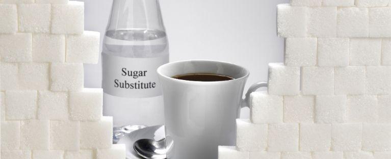 Entenda as vantagens e desvantagens do consumo de adoçante