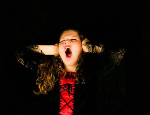 Gritar com crianças causa danos no cérebro infantil