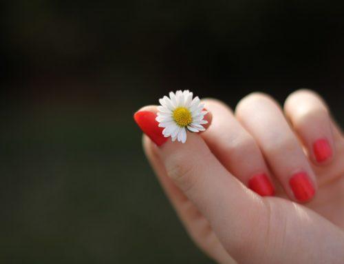 Porque roer unhas pode provocar doenças