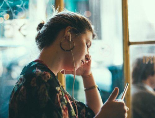 Depressão em meninas adolescentes pode estar ligada ao uso de redes sociais
