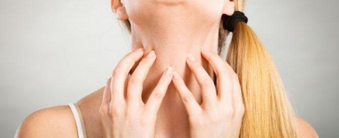 Pólen, poeira, alimentação, mudanças de temperatura, medicamentos, entre outras coisas podem provocar os sintomas tão indesejados da alergia