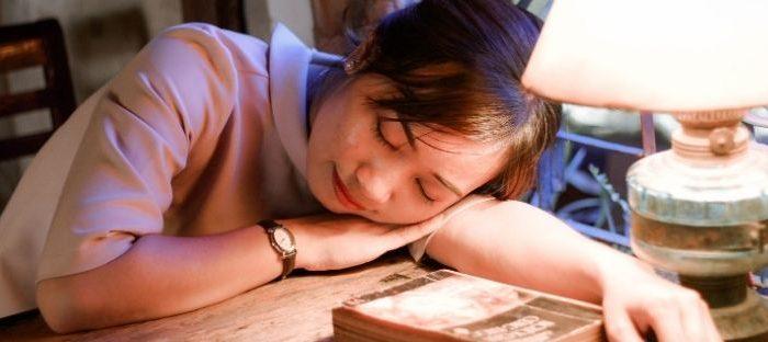A falta de sono provoca transformações nas células cerebrais que danifica a comunicação entre elas