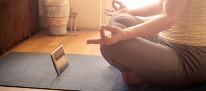 Aplicativos e meditação coletiva são uma excelente alternativa para iniciantes